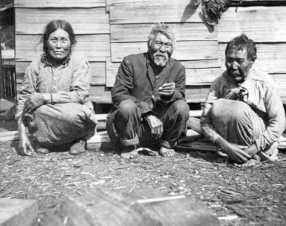 Image ancienne de trois ainés Nuu-chah-nulth (Nootka).