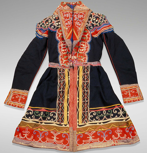 Picture of a Mi'kmaq ceremonial coat. Featuring a variety of colours, it is adorned mostly with embroidered and double-curve beaded motifs.