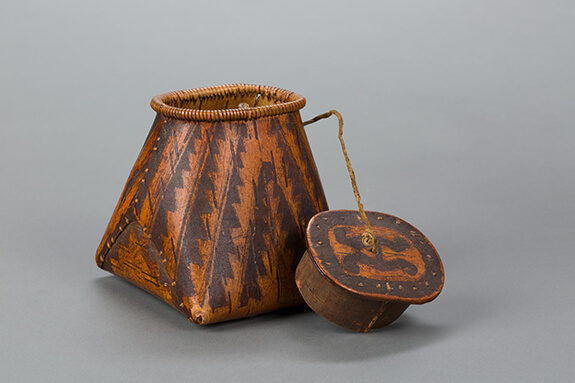 Picture of a Mi'kmaq bark container adorned with sawtooth patterns and made with the bark scraping technique