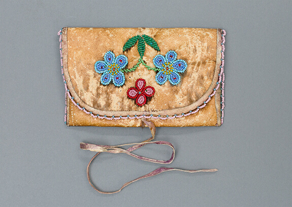 Picture of a tobacco pouch made with dehaired sealskin and adorned with glass beads, 1920
