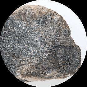 Photographie d'un percuteur de pierre arrondie