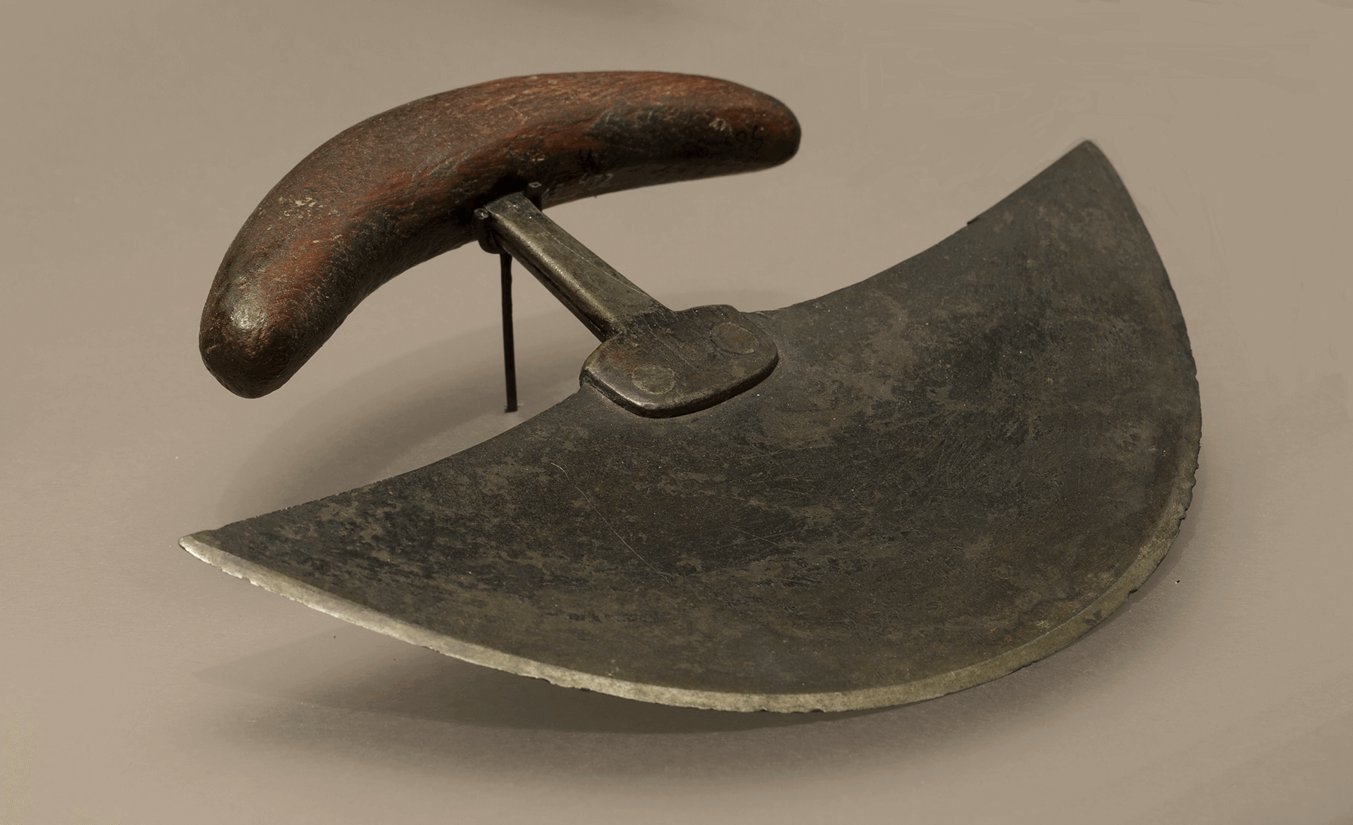 Image of an ulu, a traditional knife used by Inuit women