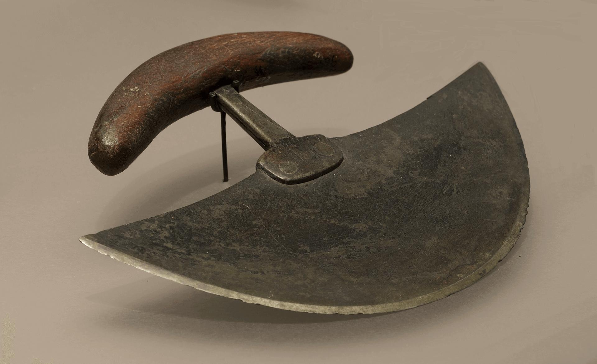 Image d'un ulu, couteau traditionnel utilisé par les femmes inuites