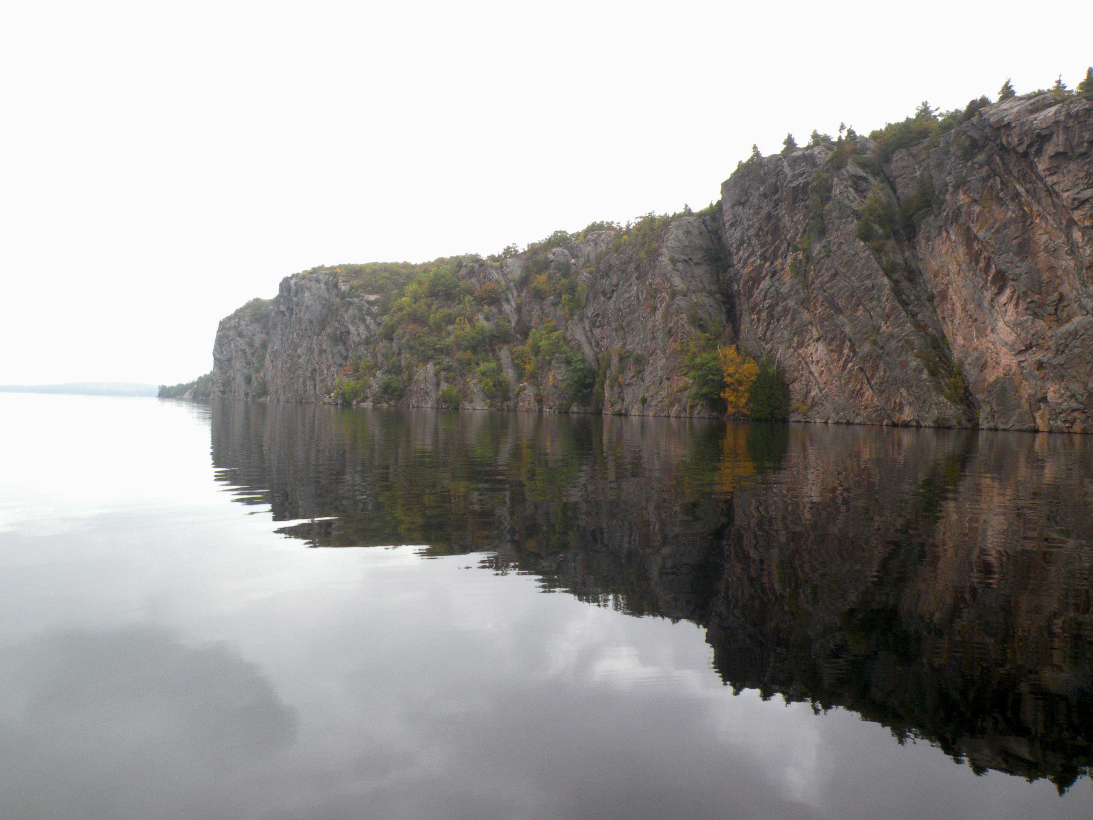 Photograph of the huge cliff at the Bon Echo site on Lake Mazinaw, Ontario. Rising up to 100 metres above the lake and extending for 1.5 kilometres, this place has more than 260 pictographs.