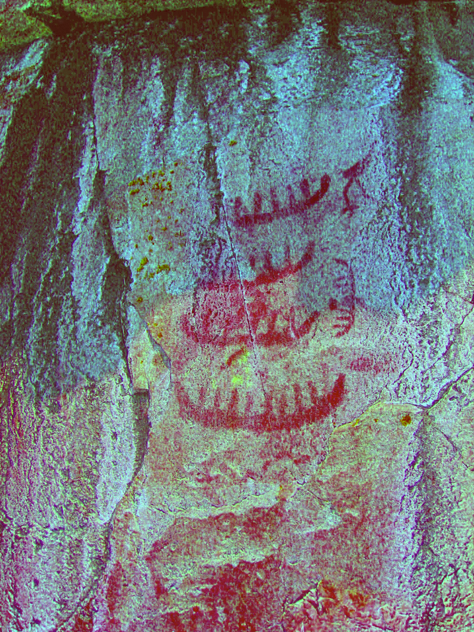 Picture of rock paintings featured at the Agawa Bay site, in Ontario. The DStretch-enhanced image shows a series of canoes and totem animals: a crane, an eagle or Thunderbird, and a beaver.